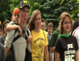 Mich. Teen Carries Brother on Back for 40 Miles
