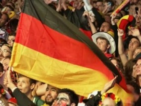 Thousands Celebrate World Cup Win in Berlin