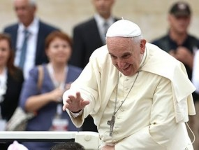 Pope Urges Muslims to Condemn Extremism
