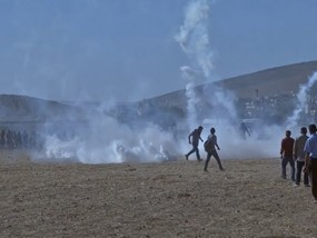 Tear Gas Fired on Syrians Fleeing to Turkey