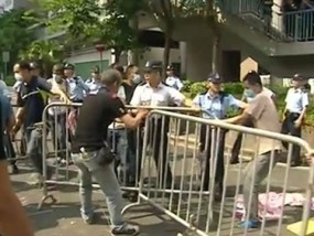Hong Kong Barricades Draw Angry Crowd