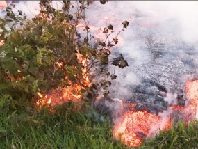 Hot Lava Oozes Close to Homes in Hawaii