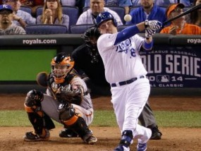 Royals blast Giants, even World Series