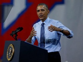 Obama pitches Universal Childcare at Lawrence appearance