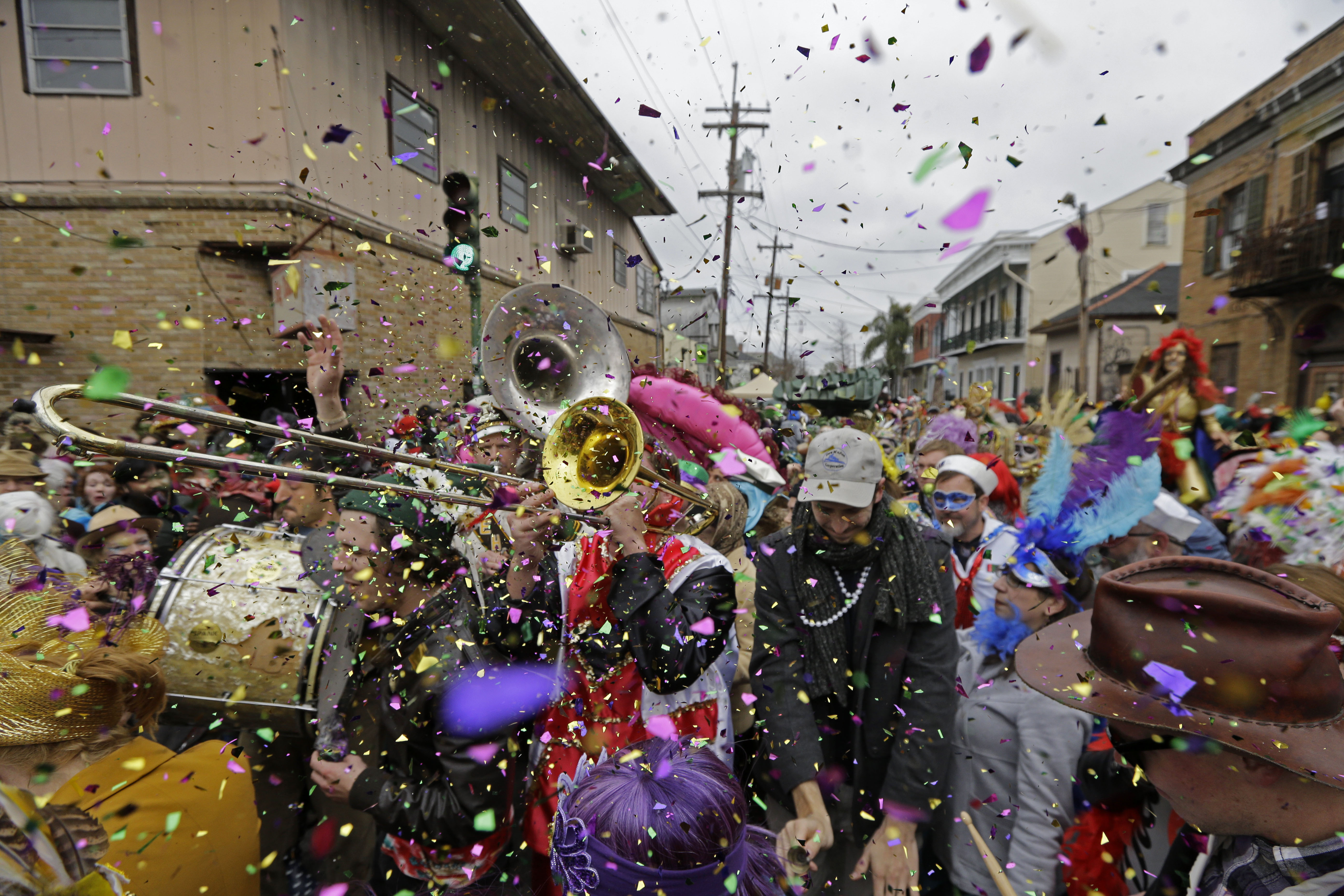 Revelers gather in New Orleans for Mardi Gras - News Radio KMAN