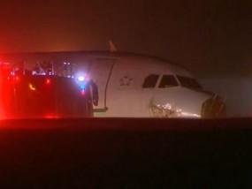 Passengers Hurt As Plane Skids Off Runway