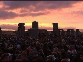 Thousands Mark Solstice at Stonehenge