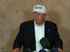 Trump spars with reporter at Tx. campaign stop