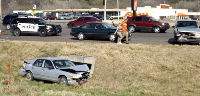 Commuters walk away without injury after multi-vehicle accident Friday